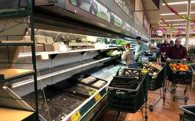Supermarket musel vyhodit potraviny za 800 tisíc korun, protože na ně naschvál nakašlala zákaznice.
