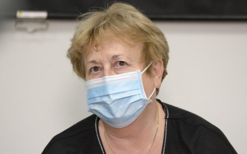 Ředitelka pražské hygieny chce kvůli koronaviru prodloužit podzimní prázdniny. Někteří hejtmani souhlasí.