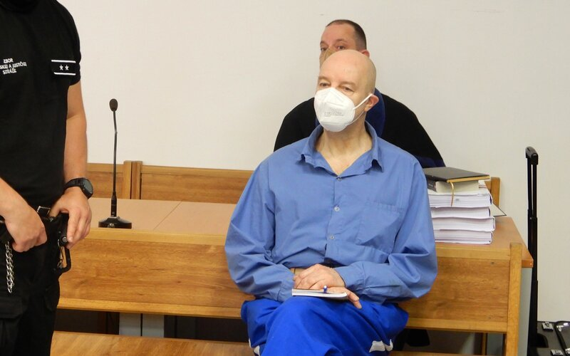 Pavol Rusko už nemá prelepené oči a výrazne schudol. Na súde dnes počúval výpoveď bývalého bosa sýkorovcov Borbélyho.