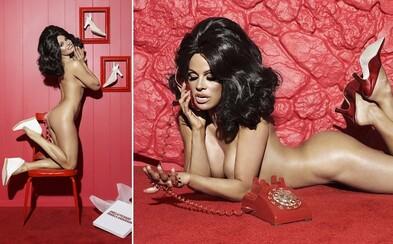 48letá Pamela Anderson má stále čím zaujmout. Odvážně se svlékla do naha, aby odhalila své křivky