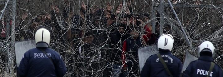 Teploty pod nulou, chybějící pitná voda i zásoby jídla. Uprchlické drama na řecko-tureckých hranicích se vyostřuje