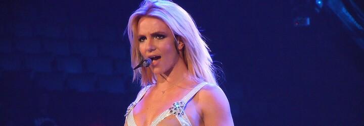 Britney Spears zveřejnila polonahou fotku, fanoušci však nevěří, že to je ona. Zpěvačka jim poslala ostrý vzkaz