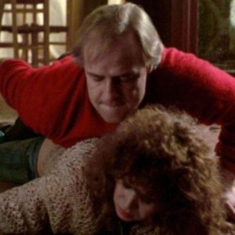 O natáčaní kontroverznej scény znásilnenia (na obrázku nižšie) herečka Maria Schneider dopredu vôbec nevedela. Režisér Bernardo Bertolucci z nej chcel týmto spôsobom dostať pravé emócie. O aký film ide?