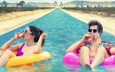 Palm Springs je obrovský hit. Jeden z nejlepších filmů roku trhá rekordy na Hulu.