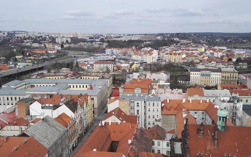 Žena z Plzeňska zavírala svého postiženého syna do chléva, prý kvůli bezpečnosti. Případ prověřují kriminalisté.