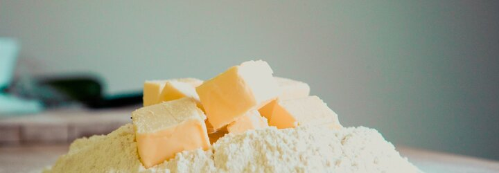 Tesco na Smíchově zabezpečilo máslo ochranným čipem proti zlodějům