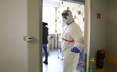 5 Čechů s koronavirem je v těžkém stavu. Jeden na mimotělním oběhu