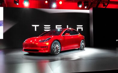 5 dôvodov, prečo je príchod Modelu 3 od Tesly zatiaľ len jednou veľkou marketingovou bublinou