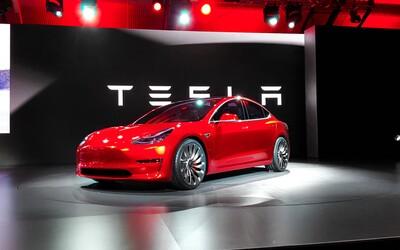 5 důvodů, proč je příchod Modelu 3 od Tesly zatím jen jednou velkou marketingovou bublinou