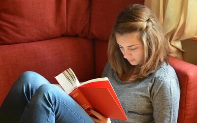 5 důvodů, proč začít více číst: Odpočineš si, zkvalitníš svůj spánek a rozšíříš slovní zásobu