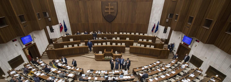 5 vecí, ktoré by si mal vedieť o 50-dňovom moratóriu na prieskumy. Prečo prirovnávajú Slovensko k Afrike?
