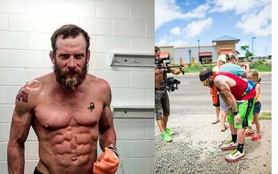 50 dní, 50 států a 50 Ironman triatlonů. James Lawrence pokořil sám sebe, aby bojoval s dětskou obezitou
