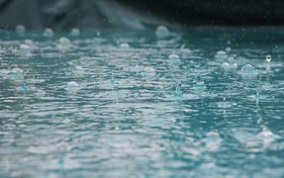 50 litrů vody za 6 hodin. Kvůli vydatnému dešti na severu Čech platil extrémní stupeň nebezpečí
