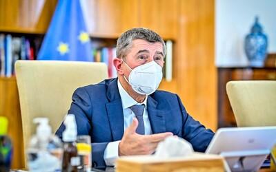 Babiš chce odložit státní vyznamenání 28. října. Prezident návrhy nepodepsal, je na nich pouze razítko.