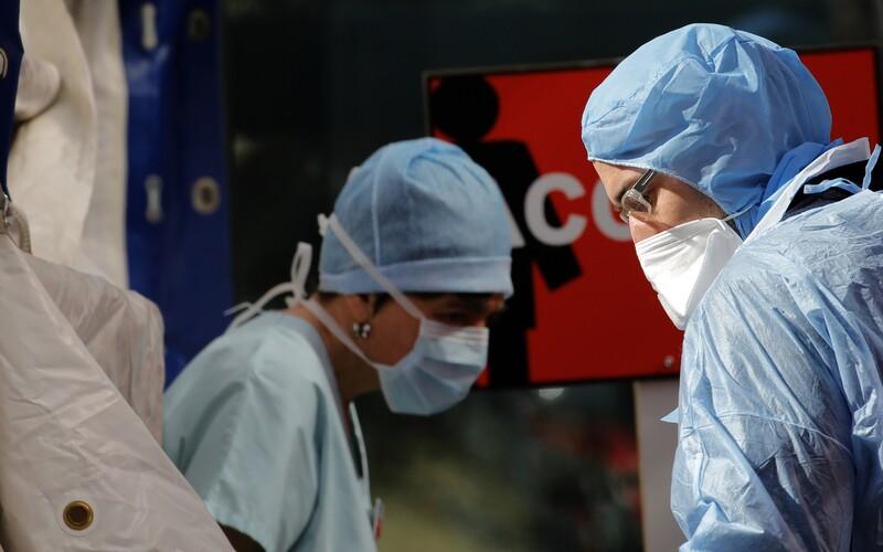 Na koronavirus zemřelo v Česku již 17 lidí.