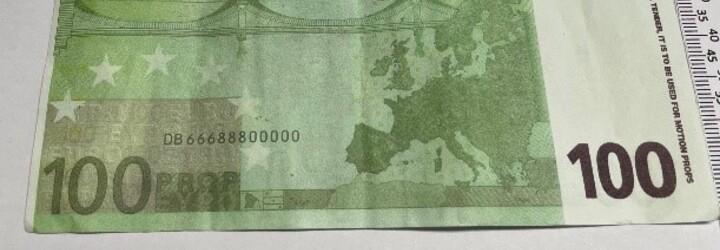 V jižních Čechách někdo platí filmovými penězi. Do oběhu poslal falešná eura
