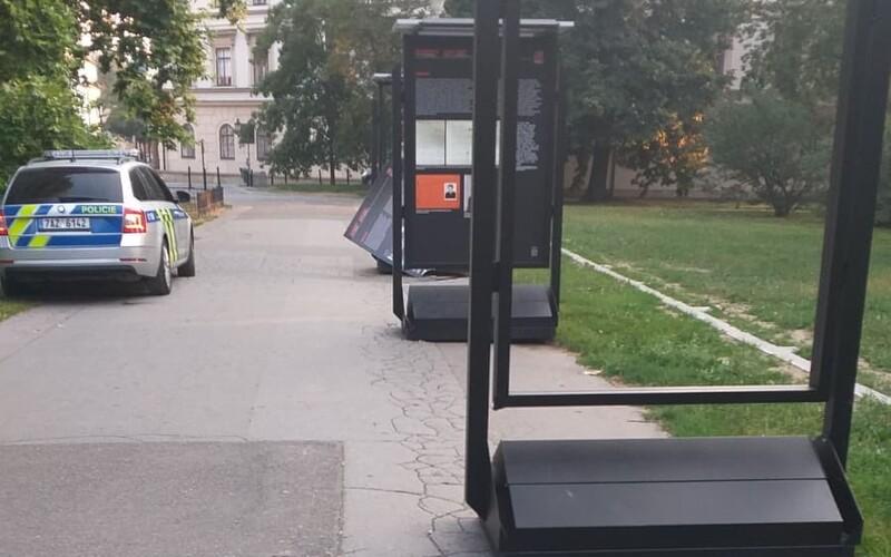 V Praze někdo zdemoloval výstavu o Miladě Horákové.