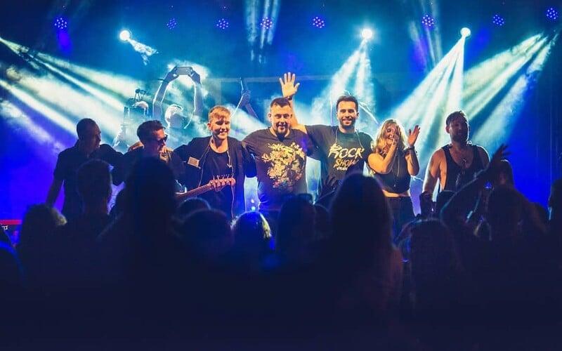Robo Šimko spieva prvýkrát naživo Kulyho pesničky, novému Desmodu sa darí aj na živých koncertoch.