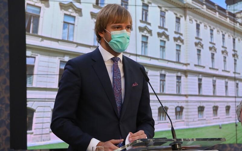 Od soboty se mění protiepidemická opatření. Změny se dotknou především cestování a nošení respirátorů.