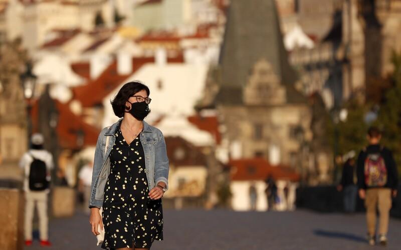 Více než polovina Čechů by se podle průzkumu nenechala očkovat proti koronaviru.