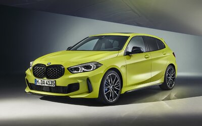 BMW vylepšilo svoj rad 1. Nové sú farby, zvukový prejav, auto má aj lepšie vlastnosti v zákrutách