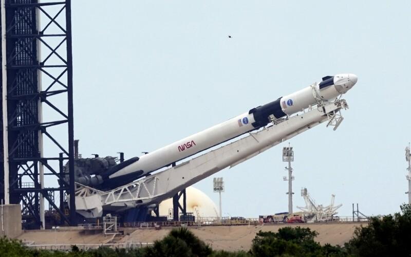 Sleduj živě, jak soukromá společnost Elona Muska Space X odpálí do vesmíru raketu s dvěma astronauty.