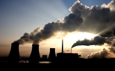Energetické spoločnosti s fosílnymi palivami žalujú vlády po celom svete o 15 miliárd eur. Klimatická politika ohrozuje ich zisky.