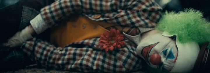 Debutový trailer pro Jokera v podání Joaquina Phoenixe slibuje tragický příběh psychicky narušeného muže