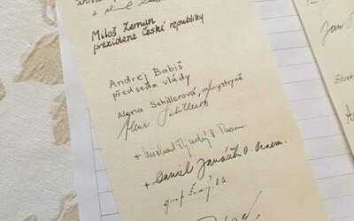 """Vedle podpisu Schillerové je napsáno """"minystryně"""". Česky umím, nepsala jsem to já, řekla."""