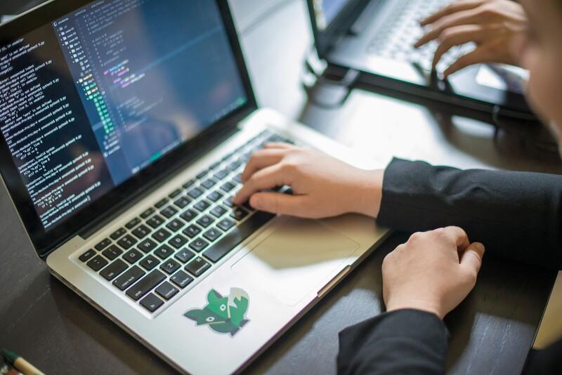 Z akých jazykov vychádza syntax programovacieho jazyka Java?