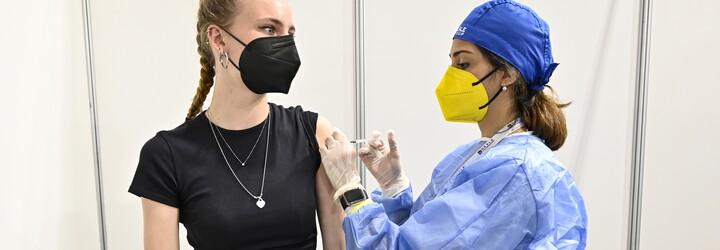 Jaký pohled mají na očkování mladí lidé? Chlubí se jím, těší se, vtipkují, ale také podléhají dezinformacím