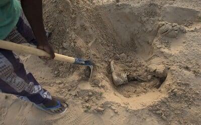 U bývalého policisty v El Salvadoru našli hrůzostrašný nález: Na zahradě zakopal těla sedmi žen a tří dětí.