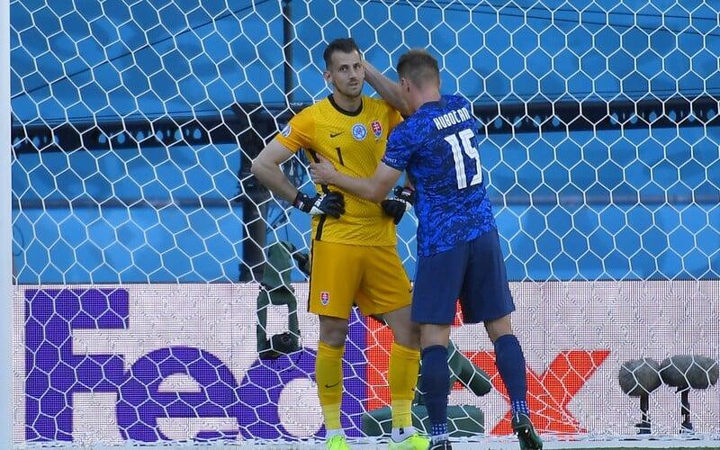 Slovensko prehralo so Španielskom 0 : 5. Do vlastnej bránky sme si dali dva góly, na Eure končíme.