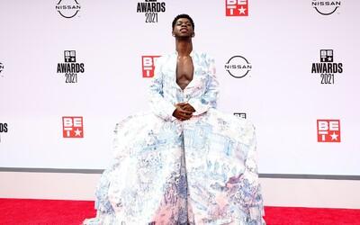 Šaty Cardi B s priesvitným bruškom či Lil Nas X v gigantickej sukni. Toto je TOP 10 outfitov celebrít z BET Awards