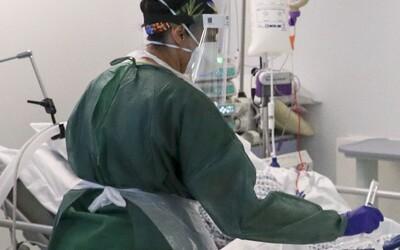 V Česku zakázali jeden ze dvou nejslibnějších léků na koronavirus, může způsobit zástavu srdce.
