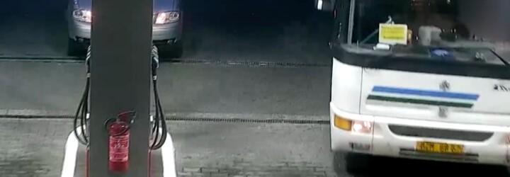 Mladík ukradl autobus a způsobil nehodu. K přiznání jej donutila až maminka