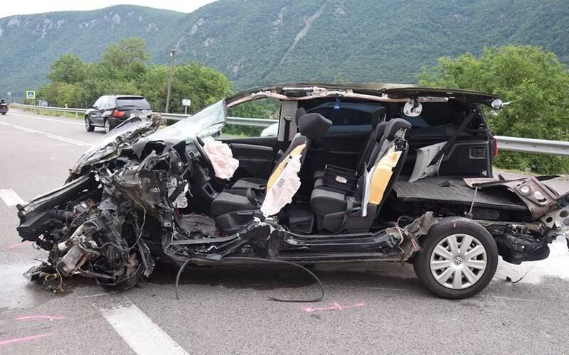 Nezodpovědná řidička způsobila hrůzostrašnou nehodu. Zdemolovala 6 aut.