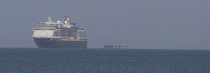 Výletnú loď s 2000 ľuďmi na palube nechceli vpustiť do žiadneho prístavu. Po niekoľkých zúfalých dňoch konečne zakotvila