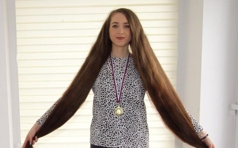Margarétu z Prievidze zapísali do knihy rekordov. Najdlhšie vlasy má vraj z gumených medvedíkov.