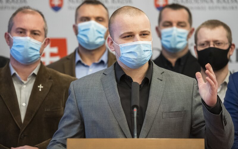 Milan Mazurek tvrdí, že sa mu po odchode z predsedníctva ĽSNS zrútil svet. Kotleba mu zrušil aj e-mail.