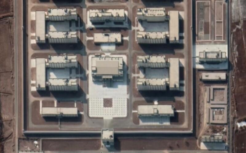 Čína postavila už 380 internačních táborů pro Ujgury a další menšiny v Sin-ťiangu, tvrdí australská studie.