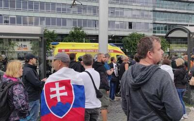ZÁZNAM: Kotlebovci na proteste varili a žiadali odchod prezidentky. Pokračovať budú v piatok (+ foto a video)