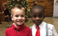 5letý Jax chtěl mít stejný účes jako jeho kamarád, aby je učitelka nerozeznala. Internet si jeho smýšlení rychle zamiloval