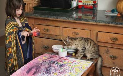 5-ročné dievčatko s autizmom vytvára unikátne farebné obrazy plné života