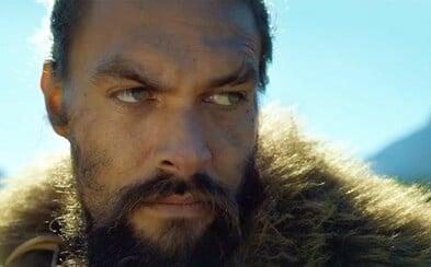 600 rokov v budúcnosti prišlo ľudstvo o zrak. Jason Momoa je však obávaným bojovníkom, ktorému to nijako neprekáža