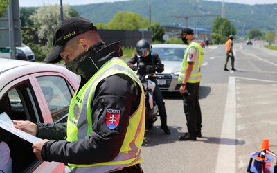 Pravidlá na hraniciach sa zmiernia. Policajti budú od pondelka robiť len náhodné kontroly.