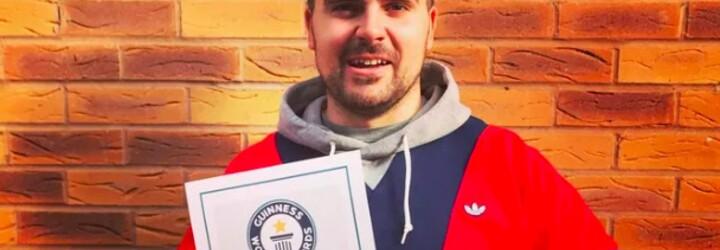 VIDEO: Mladý Brit se zapsal do Guinessovy knihy rekordů. Podařilo se mu naskládat na sebe 5 bonbonů M&M's