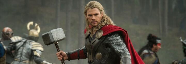 """Znovu jsi vynechal leg day? Bratr Chrise Hemswortha zesměšnil """"Thora"""" kvůli malým nohám"""