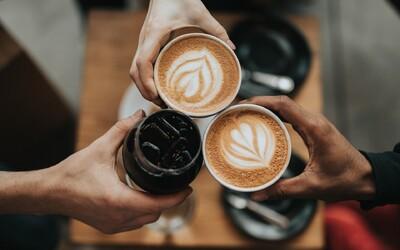 Měsíc bez příplatku: Kavárny ti v září zdarma nabídnou rostlinné mléko místo kravského.