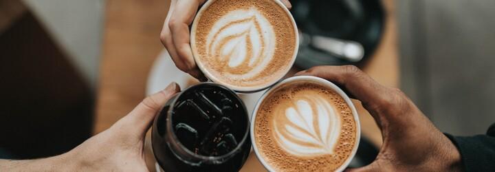 Měsíc bez příplatku: Kavárny ti v září zdarma nabídnou rostlinné mléko místo kravského